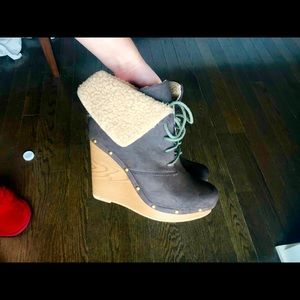 Shoes - Brown wedge shoes